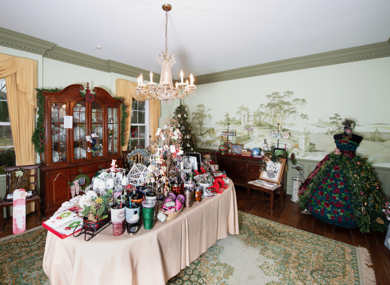 This Weekend, Quaint Country Inn Doubles As Cool Christmas Pop-Up